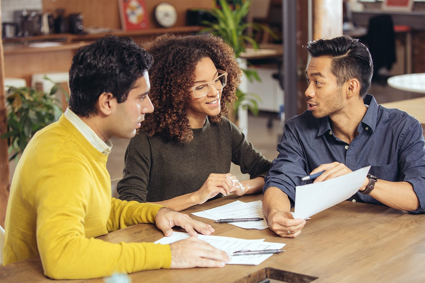Couple-Meeting-With-Financial-Advisor.RightColumn1