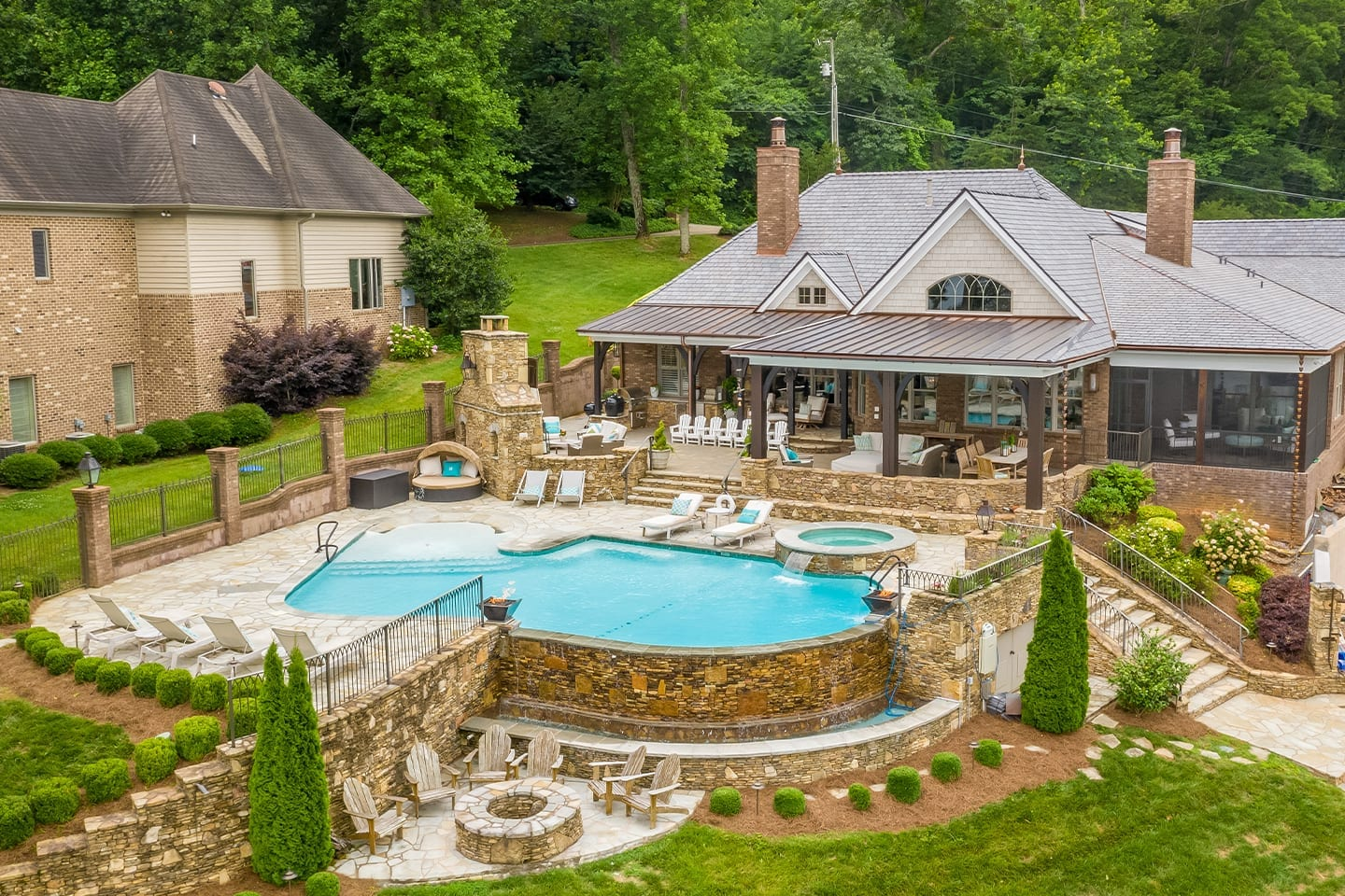 lakeside-home-in-hixson.FeatureImage
